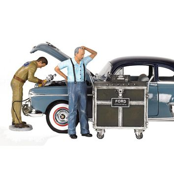 Ford Service Center (1945) 3 Piece Figures Set 1-18 by Motorhead Miniatures