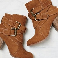 AEO Women's Double Wrap Bootie (Cognac)
