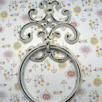 Fleur de lis Cast Iron White White FDL Wall Small Hand Towel Ring French Bathroom Kitchen Decor Paris Shabby Chic Cottage Distressed