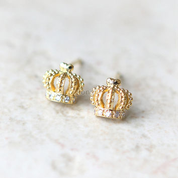 Tiny Crown Earrings in gold