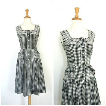 Vintage 50s Shirtwaist Dress / 1950s dress / fit and flare / plaid / full skirt / eyelet / rockabilly / sundress / country wedding / M L