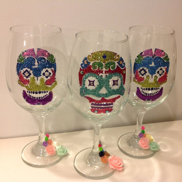 Sugar Skull Wine Glass, Day of the Dead, Glitter Wine Glass, Custom Wine Glass, Unique Bridal Shower Decor, Bridal Party Gift, Wedding Favor