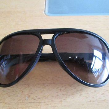 ESBONG6 Gucci black frame aviator sunglasses. GG 1030.