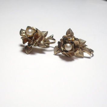 Vintage Clip On Earrings Gold Rose Pearl center flower earrings
