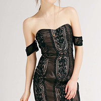 Chandi & Lia Strapless Lace Bodycon Dress - Urban Outfitters