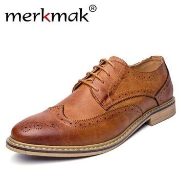 Merkmak New 2017 Luxury Leather Brogue Mens Flats Shoes Casual British Style Men Oxfords Fashion Brand Dress Shoes For Men