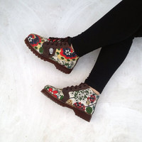 women shoes US 7 women canvas green red flowers, brown leather, handmade Rangkayo Sneakers
