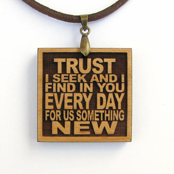 METALLICA - Trust I Seek And I Find In You Every Day For Us Something New - Wood Lyric Necklace