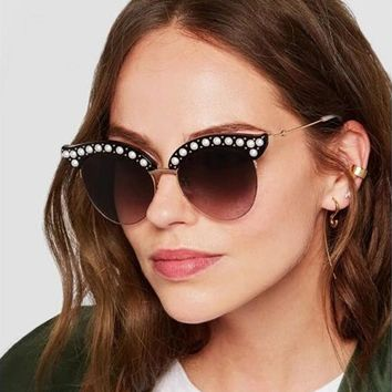 HBK 2018 Fashion Rhinestone Sexy Cat Eye Sunglasses Italy Brand Designer Luxury Ladies Diamond Frame Sun Glasses For Female
