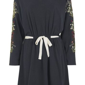 Embroidered Batwing Dress - Dresses - Clothing