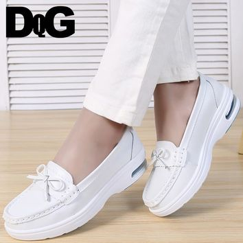 DQG Women Nurse Shoes 2018 Winter Air Cushion Enfermera Shoes White Casual Slip On Flats Work Shoes Flat Platform Zapatos Mujer