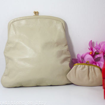 60s Leather Clutch Purse / Bag: Vintage Off White St Thomas Handbag with a Coin Wallet, Metal Frame Purse /  Pouch / Kiss Lock Frame