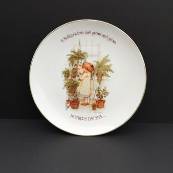 Holly Hobbie Vintage 1975 Commemorative Edition Porcelain Mother's Day Plate