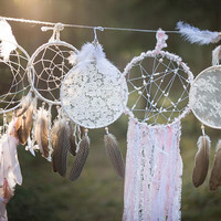Wedding dream catchers set, White boho dreamcatchers set, Bohemian wedding decor, Large wedding dream catchers set, 10 dreamcatcher set