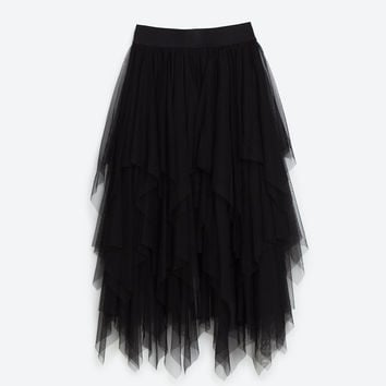 FRILLY TULLE SKIRT DETAILS
