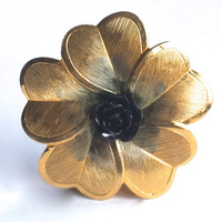 Gold Tone Scarf Clip with Black Flower, Floral Scarf Clip,Scarf Accessory,Scarf Slide,Shawl Clip,Black & Gold Jewelry,Vintage Scarf Holder