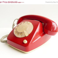 ON SALE vintage telephone in perfect working order by artyfactz