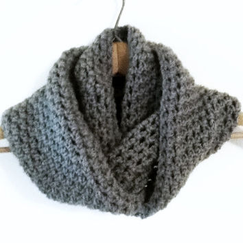 Chunky Infinity Scarf , Crochet Cowl , Grey Scarf , Knit Loop Scarf , Ladies Chunky Scarf