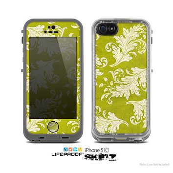 The Vintage Green & White Floral Pattern Skin for the Apple iPhone 5c LifeProof Case