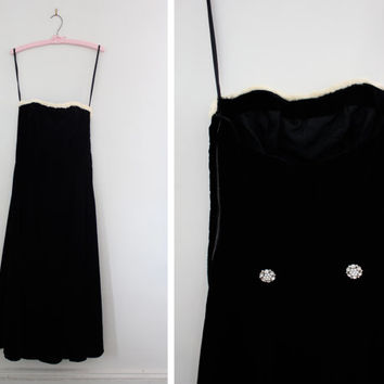 On SALE! - Vintage 1960's Black Velvet Gown with Fur Trim - 60s Party Dress - Winter Formal Dress - Long Velvet Dress - Size