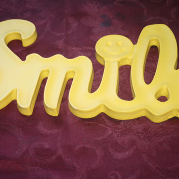 Vintage Hoda Smile Wall Decor,Yellow Retro Wall Hanging