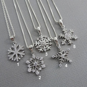 Sterling Silver Snowflake Necklace, Winter Wedding Necklace, Christmas Gift, Christmas Necklace, Gift for Mom, Gift for Her, Girlfriend Gift