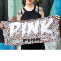 Pink trend is selling a variety of sweat-drying exercise towels, fitness spa spa beach towels