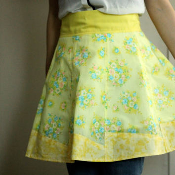 Yellow Apron + Hot Pad Set | Bridal Shower Gift | Wedding Gift | Gift for the Cook | Vintage Style | Yellow Blue Pink