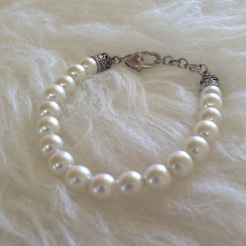 Free US Shipping - Vintage Avon Faux Pearl Bracelet - Silver Tone, Heart Shaped Clasp, Signed, White Pearl, Wedding, Anniversary, Birthday