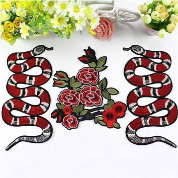 New Snake Embroidered Patch Vintage Animal Patches Iron On Motif Applique Clothes Cartoon Patch Garment Appliques DIY Accessory