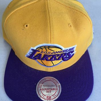 finest selection 560c0 c6642 MITCHELL   NESS LOS ANGELES LAKERS YELLOW RETRO LOGO FLAT BRIM SNAPBACK HAT