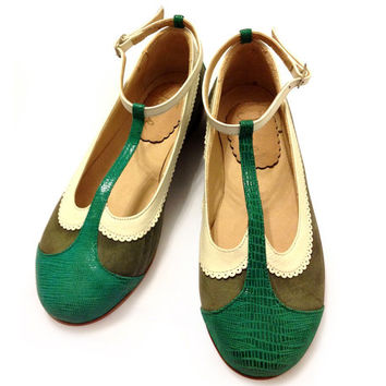 Flat leather green shoes
