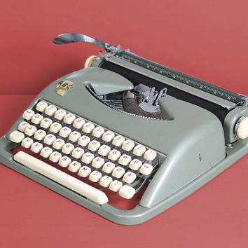 ca. 1960 ABC Typewriter. Restored and in excellent working condition. Bauhaus design. German vintage typewriter. Green Ivory.