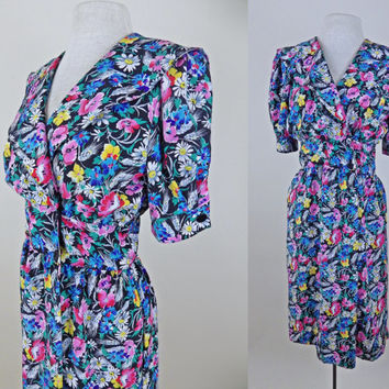 Vintage 80s Beautiful Floral Dress // Button Front Closure // Puffy Sleeves // Small Medium