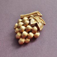 Vintage Trifari, Gold Tone Grape Cluster Scatter Pin, Womens Estate Fruit Food Jewelry, Wife Girlfriend Mom Sister Daughter Gift for Her