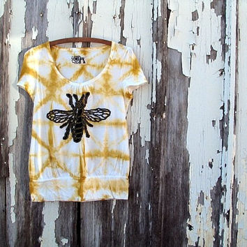 let it bee, bee motif t-shirt upcycled clothing yellow gold shibori tie-dyed hand appliqued refashioned eco clothing small/medium