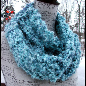 Knit Cowl. Thick and Chunky. Made By Bead G's on ETSY. infinity cowl. knit infinity. Light Blue. Infinity Cowl. Scarf