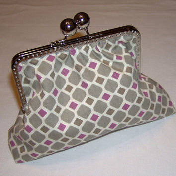 Large and roomy clasp purse -- cute grey and raspberry geometric pattern -- geometric pattern lining