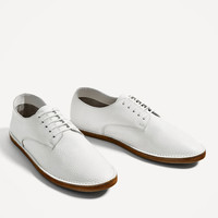 LEATHER LACE-UP BLUCHERS DETAILS