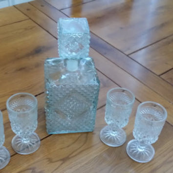 Vintage Crystal Liquor Decanter With 4 Cordial Glasses Perfect For Your Retro Bar Madmen Style Wedding House Warming Gift