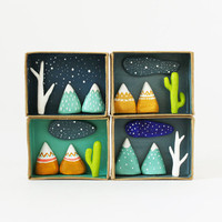 Nature decor 3D miniature desert scenery -  Paper clay landscape in a box - Clay cactus and native mountains with starry sky