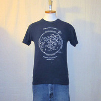 Vintage 1987 SMITHSONIAN CONSTELLATION GRAPHIC Navy Blue Stars Unisex Small Cotton T-Shirt