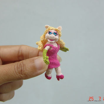 2 inch crochet  muppet doll inspired Miss Piggy - tiny amigurumi miniature muppet