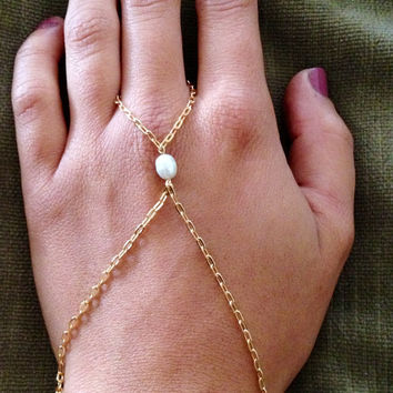 Gold Hand Chain Bracelet with Pearl Charm, Hand Chain, Slave Bracelet, Ring to Wrist Bracelet, Gold Chain Bracelet, Hand Chain with Pearl