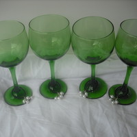 Set of 4 Green Wine Glass 10.5 oz and 4 Charms with White Pearls Beads and Chain