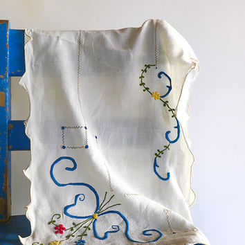 Table Runner Embroidered Dresser Scarf Shabby Linens Granny Chic Embroidery Vintage Tablecloth Ivory White Blue Yellow Red Flowers