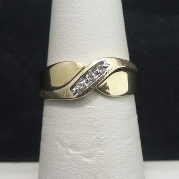 Solid 10K Yellow Gold Etched Tapered 3 Diamond Wedding Band - Size 6