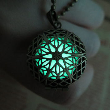 Glow in the dark Green necklace,Glow Pendant Necklace