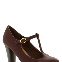 ModCloth Vintage Inspired Motion Picture Premiere Heel in Cognac