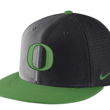 Oregon Ducks Black DF Vapor Snap Adjustable Hat By Nike